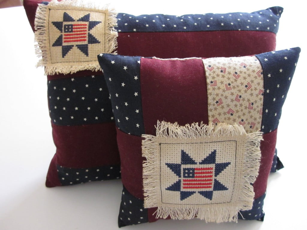 Country-Rustic-American-Flag-Accent-Pillows-1024x768