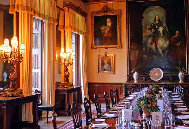 Downton-Abbey-and-Highclere-Castle-interiors-dining-room