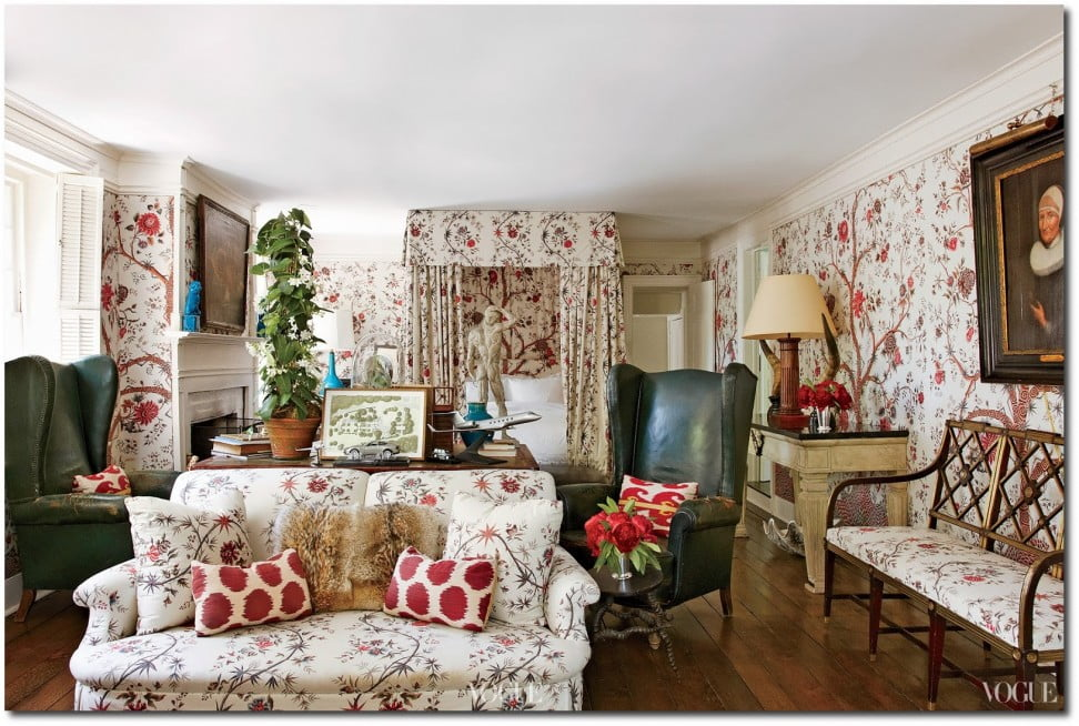 interior-comfy-primitive-home-interior-decor-idea-for-living-room-with-white-sofa-with-red-floral-motive-white-wallpaper-with-red-floral-motive-and-red-flowers-unique-primitive-home-interi
