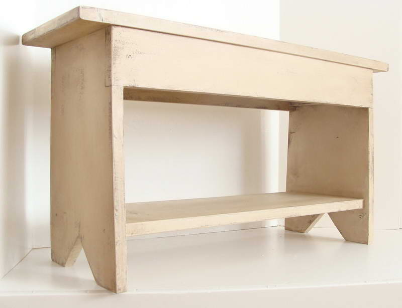 Small-Entryway-Bench-With-White-Design