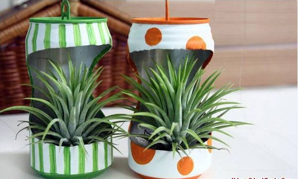 How-to-make-mini-flower-pots-from-cans
