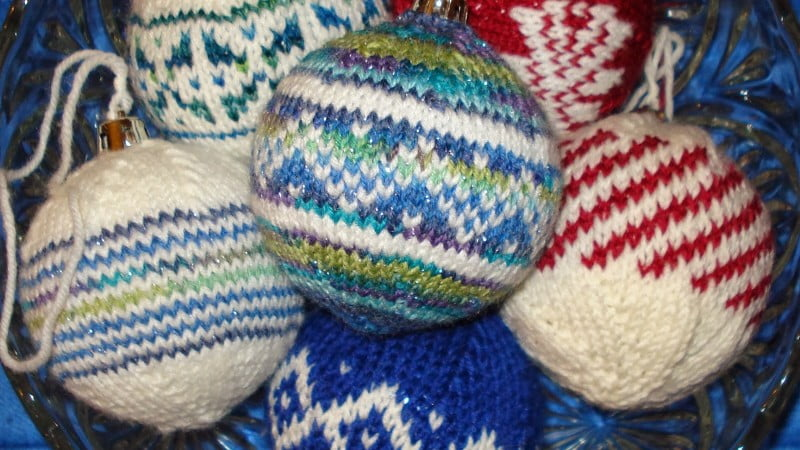 new_year_wallpapers_knitted_christmas_toys_050999_25