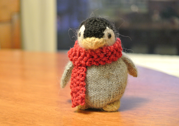 knitted-baby-penguin-scarf